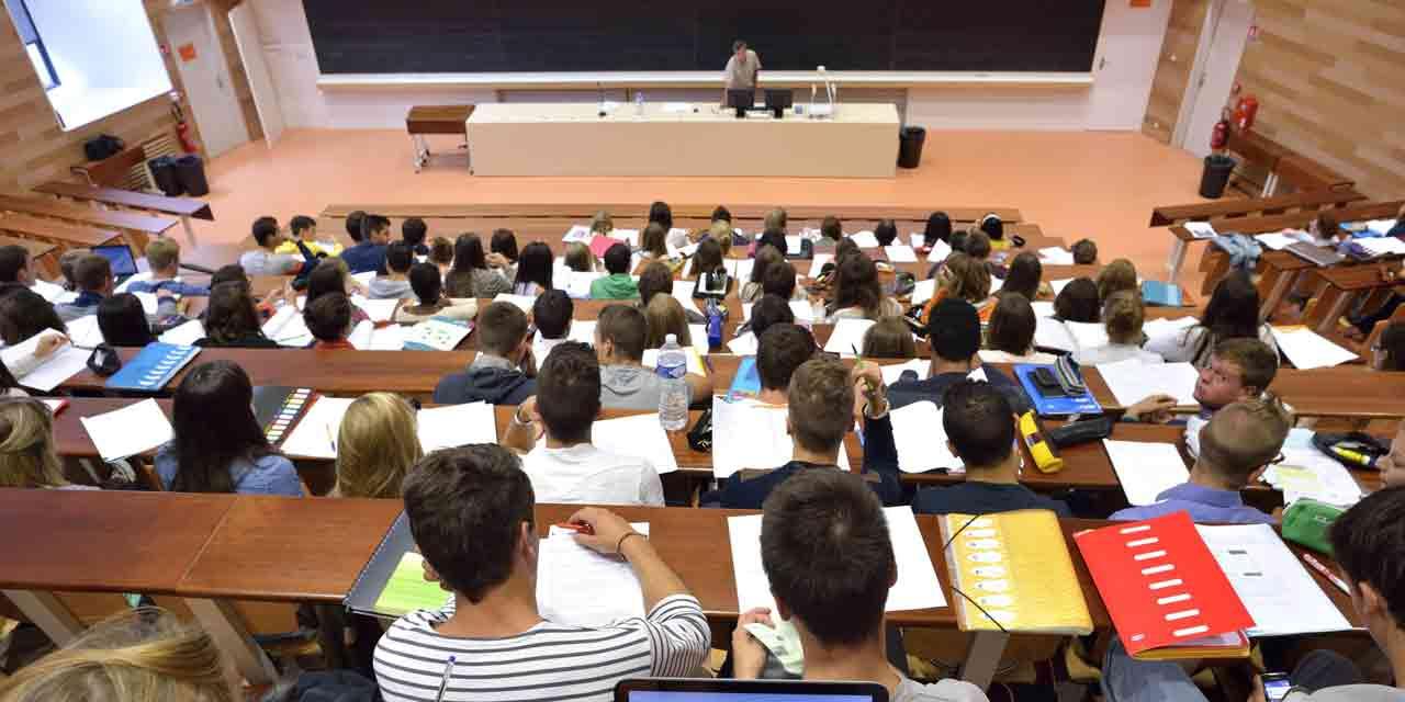 La France adopte un «Plan étudiant» de près d'un milliard d'euros