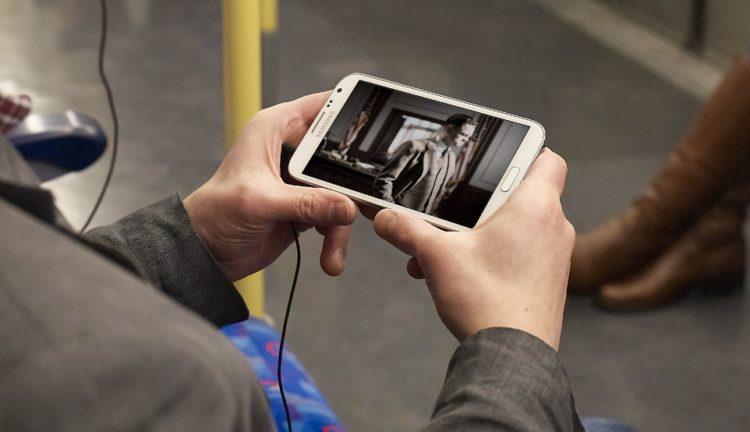 Smartphone: Voyeurisme, méchanceté, chantage…