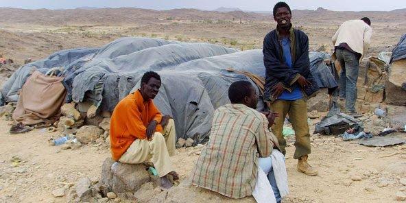 Algérie: Aucun cadre juridique pour protéger les migrants