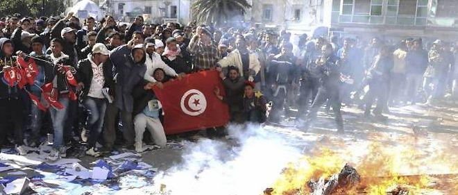 Grogne en Tunisie après l'immolation par le feu d'un journaliste