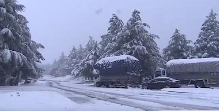 Chutes de neige et temps froid au Maroc