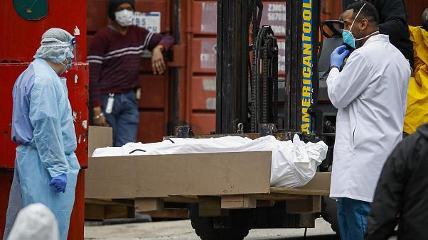 Coronavirus: 244.991 décès dans le monde, dont 67.448 aux USA