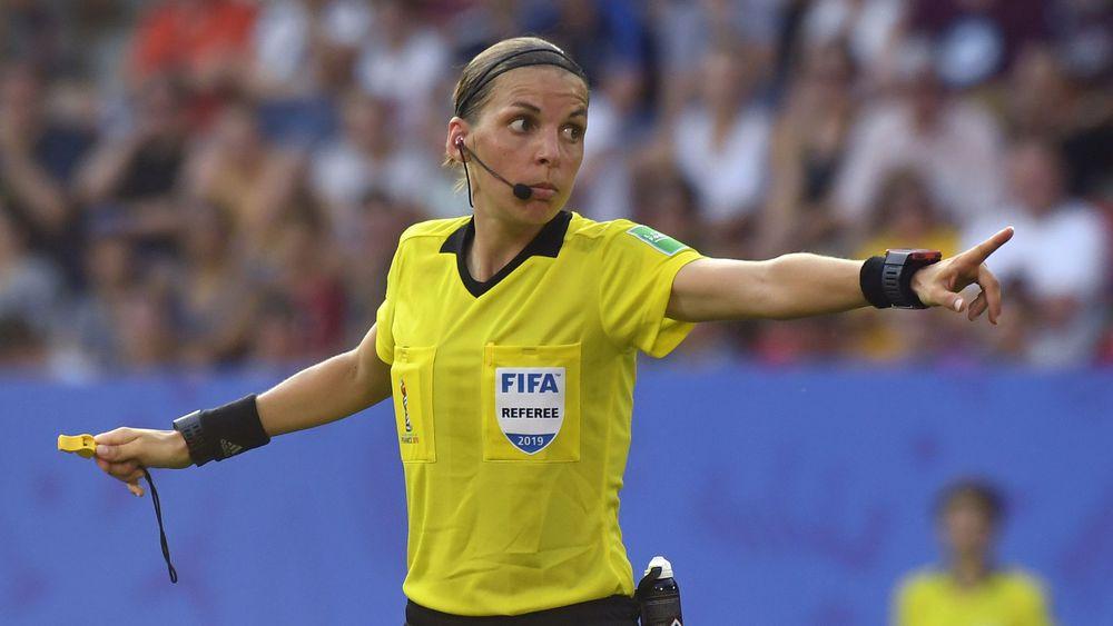 Football/UEFA : Stéphanie Frappart, première femme désignée arbitre centrale en Ligue des champions