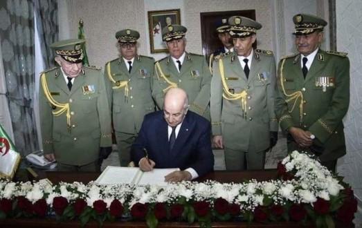 Algérie: Les illuminés de la République